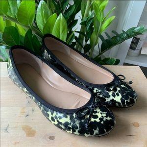 Banana Republic animal print Flat shoes sz 7